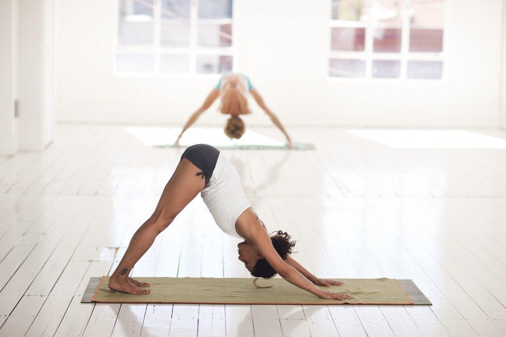 Posture de yoga chien tête en bas